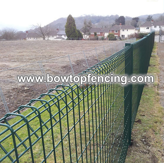Powder coated roll top fence system with panels and posts